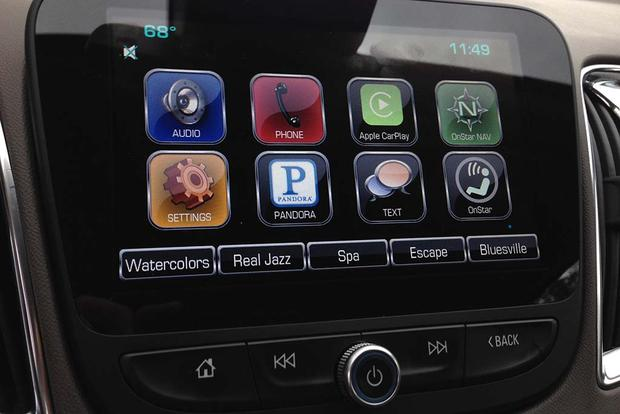 2016 Chevrolet Malibu: Apple CarPlay featured image large thumb1