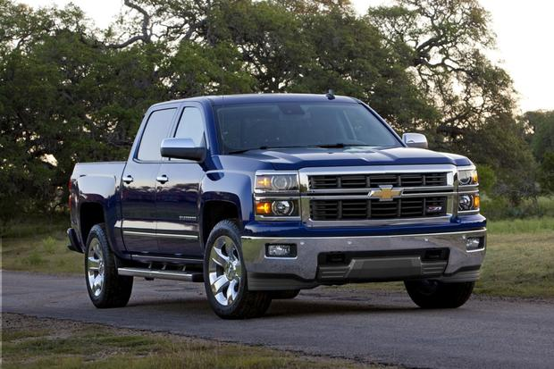2014 chevrolet silverado vs 2014 ram 1500 which is better autotrader. Black Bedroom Furniture Sets. Home Design Ideas