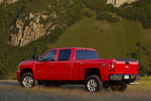 2014 vs. 2015 Chevrolet Silverado HD: What's the Difference? featured image large thumb3