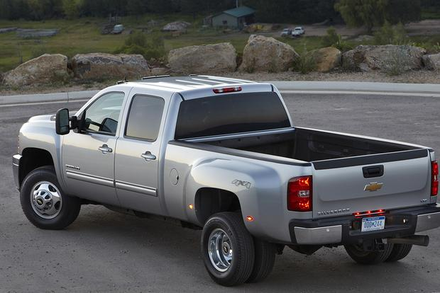 chevy silverado vs gmc sierra whats the difference autos post. Black Bedroom Furniture Sets. Home Design Ideas