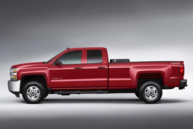 2014 vs. 2015 Chevrolet Silverado HD: What's the Difference? featured image large thumb4