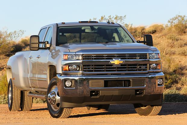 2014 vs. 2015 Chevrolet Silverado HD: What's the Difference? featured image large thumb0