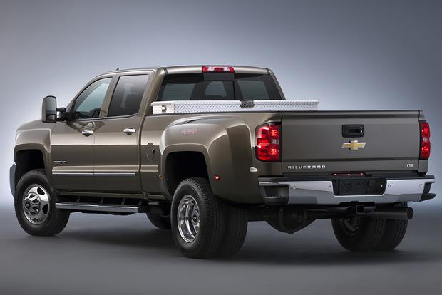 2014 vs. 2015 Chevrolet Silverado HD: What's the Difference? featured image large thumb10