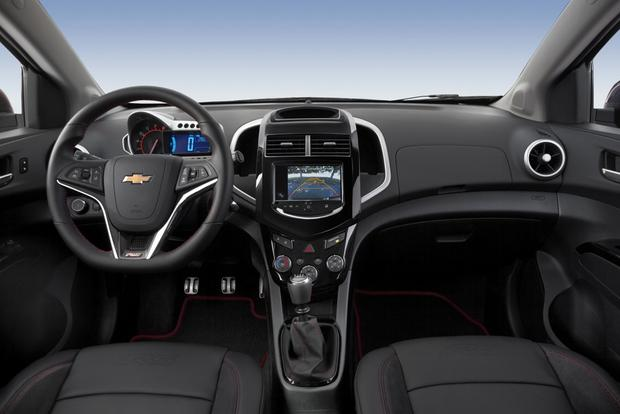 2015 chevrolet sonic new car review autotrader for Interieur chevrolet aveo