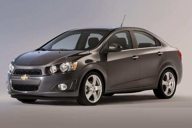 2015 Chevrolet Sonic vs  2015 Chevrolet Cruze: What's the
