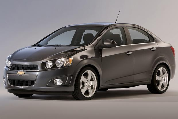 2015 Chevrolet Spark Vs 2015 Chevrolet Sonic What S The Difference