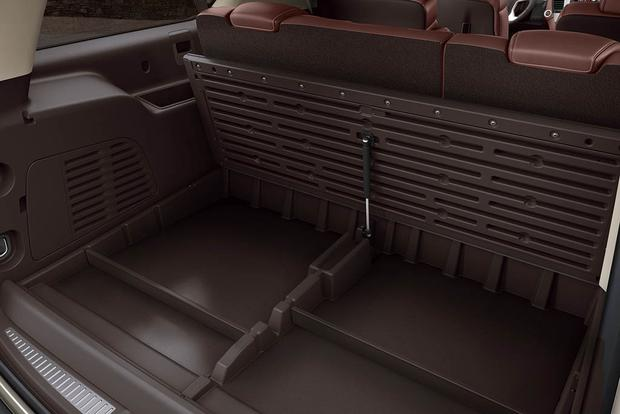 2017 chevrolet suburban new car review autotrader. Black Bedroom Furniture Sets. Home Design Ideas