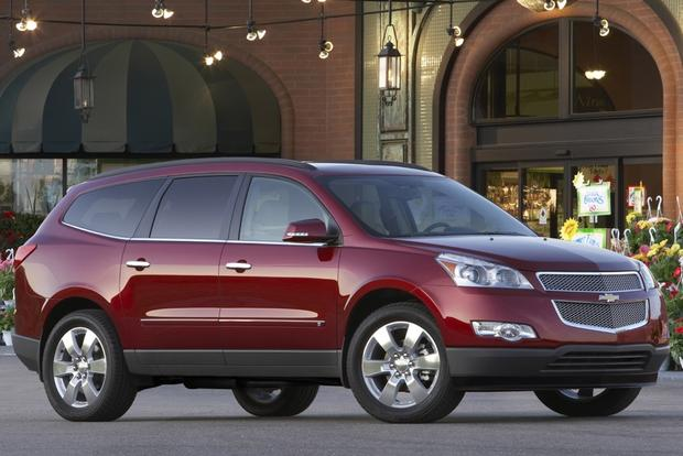 2011 chevrolet traverse used car review featured image large thumb0. Cars Review. Best American Auto & Cars Review