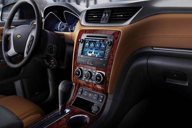 2016 chevrolet traverse new car review autotrader. Black Bedroom Furniture Sets. Home Design Ideas
