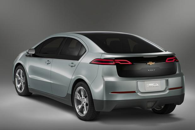 2011 Chevrolet Volt: Used Car Review featured image large thumb1