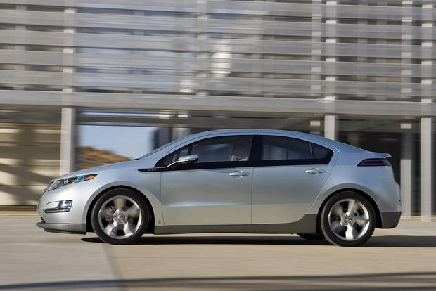 2011 Chevrolet Volt: Used Car Review featured image large thumb2