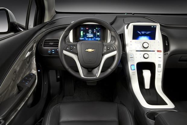 2011 Chevrolet Volt: Used Car Review featured image large thumb3