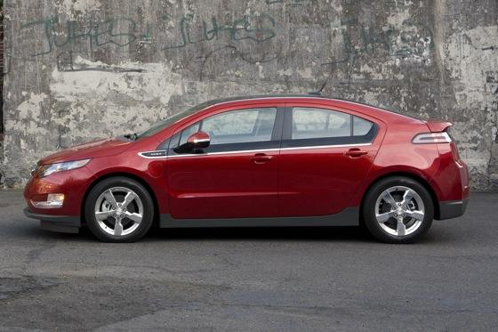 2013 Chevrolet Volt: New Car Review featured image large thumb3