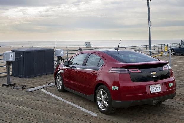 2012 Chevrolet Volt: Used Car Review featured image large thumb1