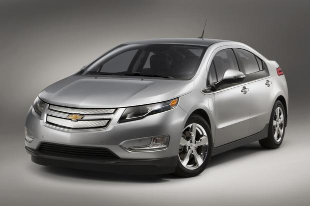 2015 Chevrolet Volt: New Car Review featured image large thumb1