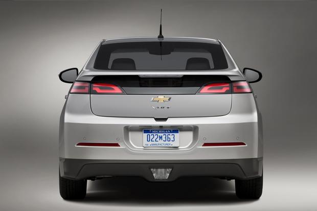 2015 Chevrolet Volt: New Car Review featured image large thumb2