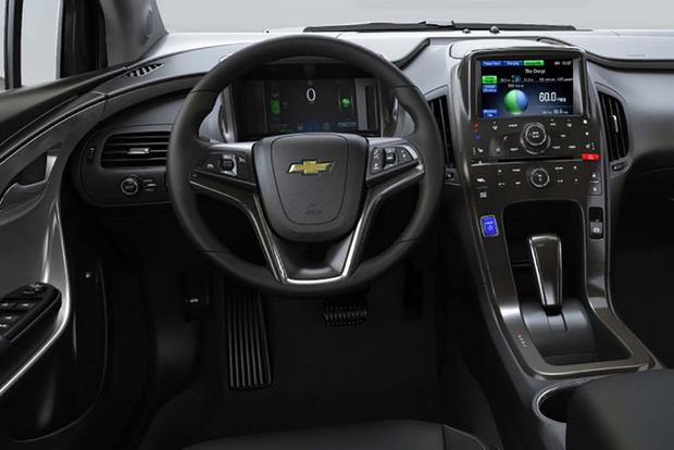 2015 vs. 2016 Chevrolet Volt: What's the Difference? featured image large thumb1