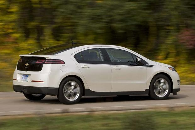 2015 vs. 2016 Chevrolet Volt: What's the Difference? featured image large thumb9