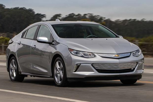 2015 vs. 2016 Chevrolet Volt: What's the Difference? featured image large thumb6