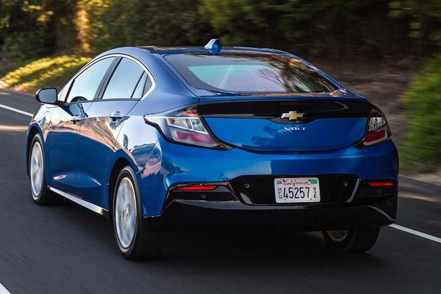 2015 vs. 2016 Chevrolet Volt: What's the Difference? featured image large thumb8