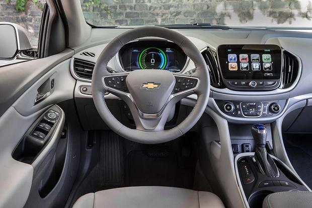 2015 vs. 2016 Chevrolet Volt: What's the Difference? featured image large thumb2