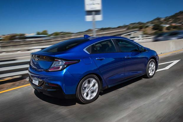 2015 vs. 2016 Chevrolet Volt: What's the Difference? featured image large thumb10