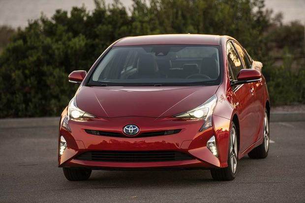 2016 Chevrolet Volt Vs Toyota Prius Which Is Better Featured Image Large