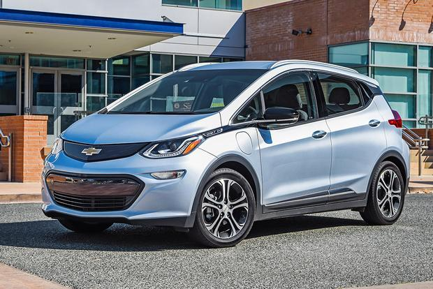 Chevy Volt Vs Bolt >> 2017 Chevrolet Bolt Vs 2017 Chevrolet Volt What S The Difference