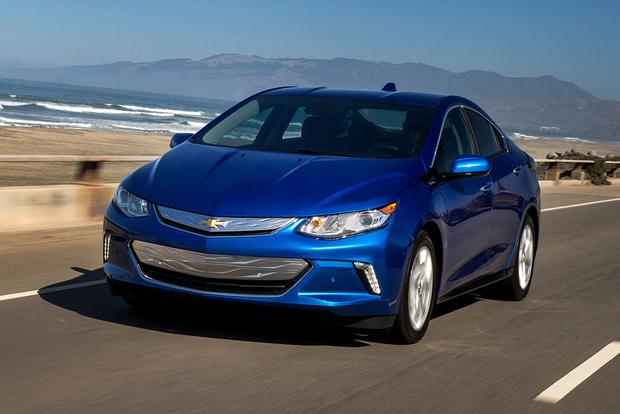 2017 Chevrolet Bolt vs. 2017 Chevrolet Volt: What's the Difference?