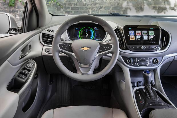 2018 Chevrolet Volt: New Car Review featured image large thumb4