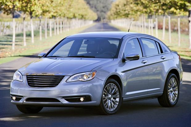 2013 Chrysler 200: OEM Image Gallery featured image large thumb2