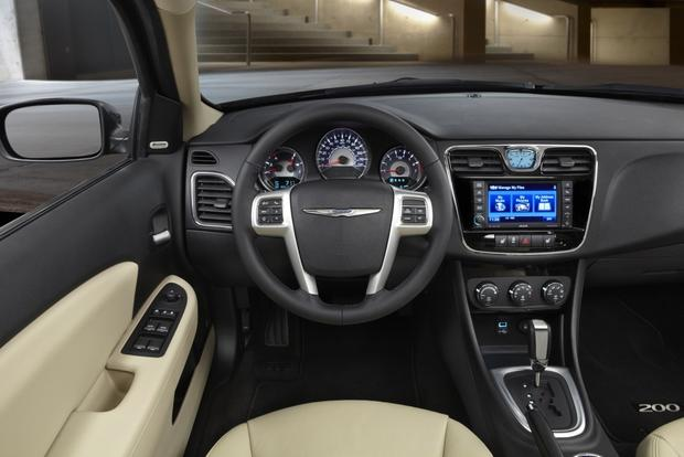 2013 Chrysler 200: OEM Image Gallery featured image large thumb3