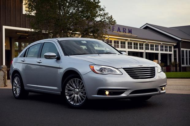 2013 Chrysler 200: New Car Review featured image large thumb1