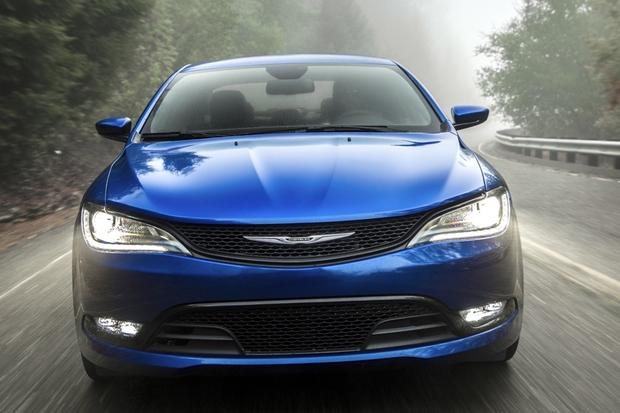 2014 vs. 2015 Chrysler 200: What's the Difference? featured image large thumb4