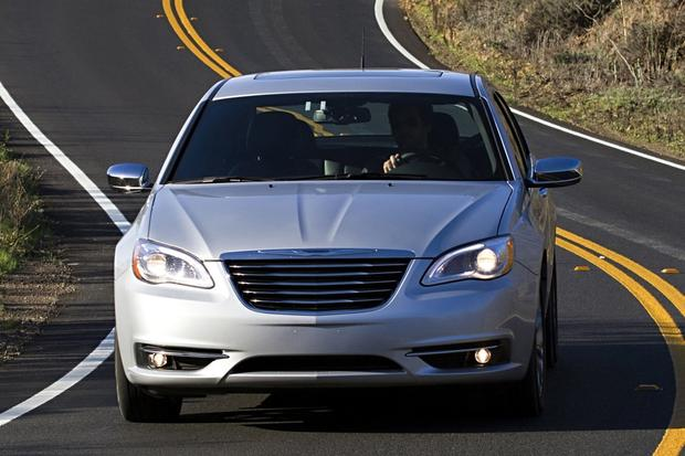2014 vs. 2015 Chrysler 200: What's the Difference? featured image large thumb6