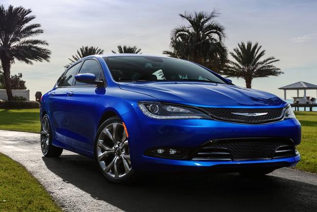 2014 vs. 2015 Chrysler 200: What's the Difference? featured image large thumb7