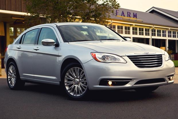 2014 vs. 2015 Chrysler 200: What's the Difference? featured image large thumb8