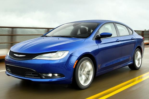 2014 vs. 2015 Chrysler 200: What's the Difference? featured image large thumb10