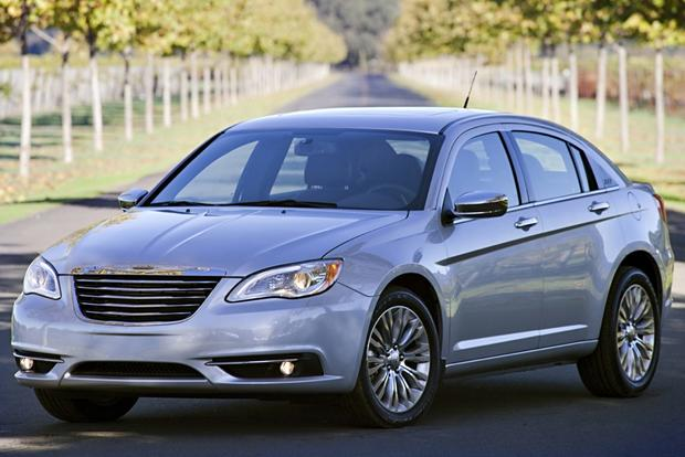 2014 vs. 2015 Chrysler 200: What's the Difference? featured image large thumb11