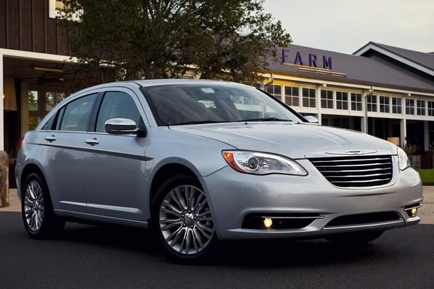2014 Chrysler 200: New Car Review featured image large thumb0