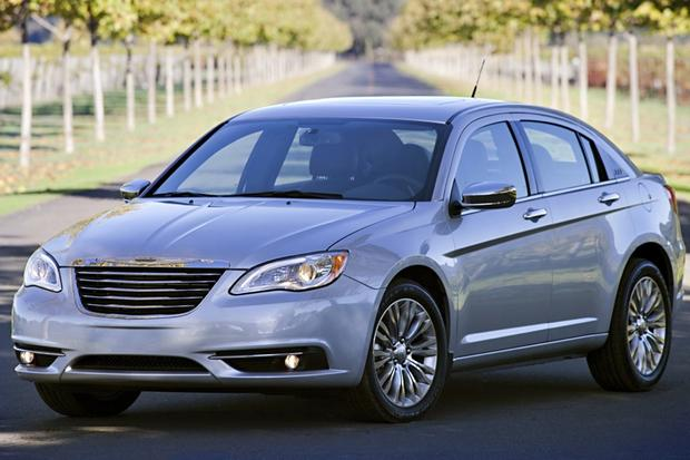 2014 Chrysler 200: New Car Review featured image large thumb1