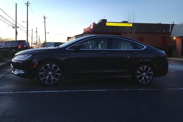 2015 Chrysler 200: Complaints featured image large thumb6