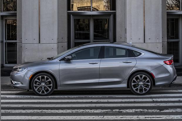2015 Chrysler 200 vs. 2015 Ford Fusion: Which Is Better? featured image large thumb3