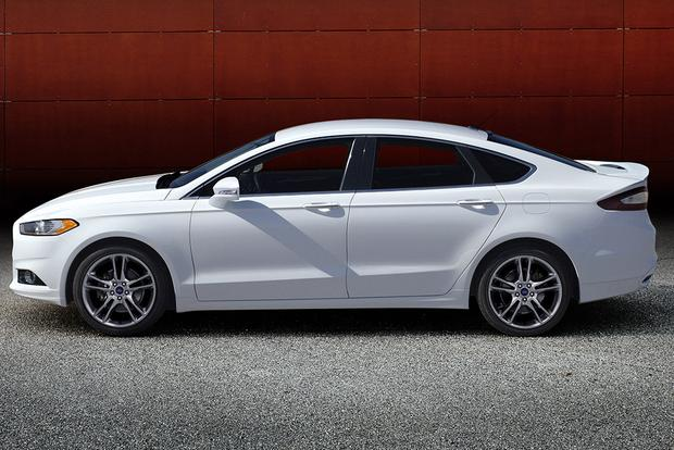 2015 Chrysler 200 vs. 2015 Ford Fusion: Which Is Better? featured image large thumb4