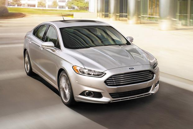 2015 Chrysler 200 vs. 2015 Ford Fusion: Which Is Better? featured image large thumb10