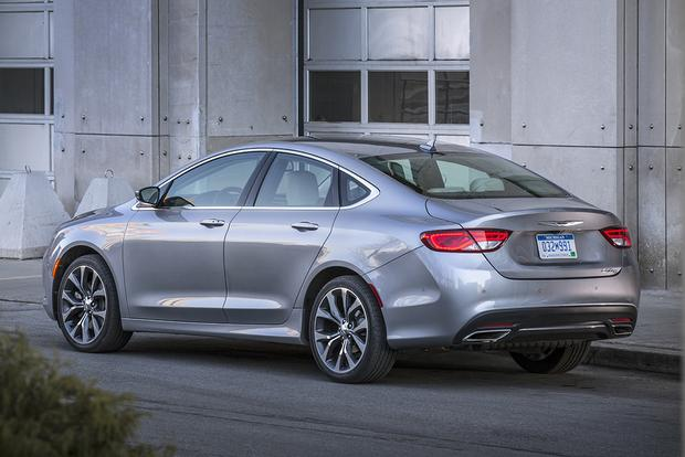 2015 Chrysler 200 vs. 2015 Toyota Camry: Which Is Better? featured image large thumb3