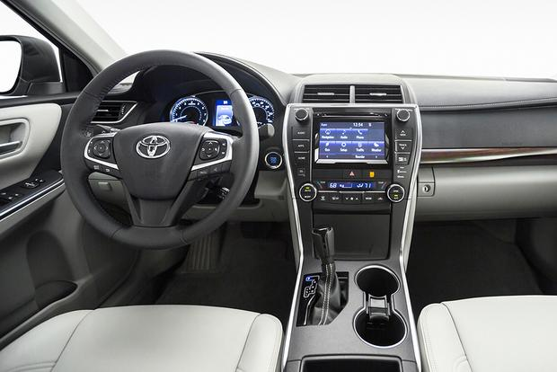 2015 Chrysler 200 Vs 2015 Toyota Camry Which Is Better Autotrader