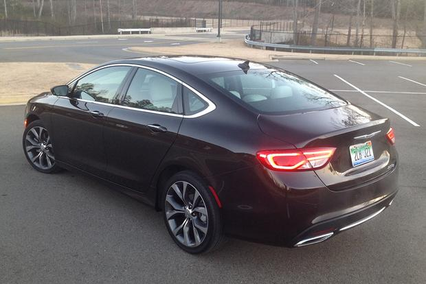 2015 Chrysler 200: New Driver, New Impressions featured image large thumb0
