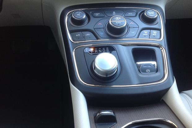 2015 Chrysler 200: New Driver, New Impressions featured image large thumb5