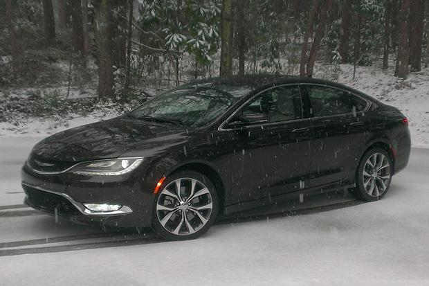 2015 Chrysler 200: Getting Older featured image large thumb2